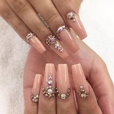 @beauty_by_elley #nailart #nailgasm #nailsoftheday #stilettonails #coffinnails #almondnails #hudabeauty #vegas_nay #beauty #nailjunkie #acrylicnails