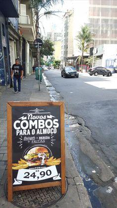 Chamada para o lanche na Rua Augusta em São Paulo.