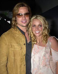 Britney em seu tão aguardado encontro com o ator Brad Pitt, nos bastidores do Kids Choice Awards em abril de 2003.