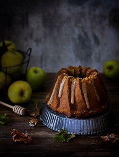 Bundt Cake de manzana, miel y especuloos | Con leche &  Canela
