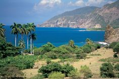 Cuba's highest and longest mountain range stretches about 140km (87 miles) west to east, across three provinces: Granma, Santiago de Cuba, and Guantánamo. Its highest peaks are only several kilometers from the coastline, making for some exciting views, whether