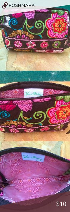 Vera Bradley small makeup bag Small Vera Bradley makeup bag with interior lining. No exterior signs of wear, interior has a few minor stains Measurements L 7.5x H 5.5x W 2 Vera Bradley Bags Cosmetic Bags & Cases