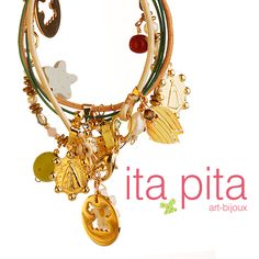 Ornamentos para tus muñecas  as pulseras han jugado un papel importante en la decoración del cuerpo, así que esta vez tenemos este hermoso accesorio elaborado en cuero de becerro, mostacillas, perlas, piezas de madera, cristales de Swarovski y dijes en oro golfied para que acompañes tus mejores outfits. http://www.elretirobogota.com/esp/?dt_portfolio=ita-pita
