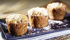 Muffin de Nesfit e Maçã - 1/2 xícara (chá) de adoçante granular, 3 colheres (sopa) de margarina light, 2 ovos, 2 colheres (sopa) de Leite, 1 xícara (chá) de farinha de trigo, 1 xícara (chá) de ,ESFIT, 1 colher (chá) de bicarbonato de sódio, 2 maçãs sem casca  em cubos, 1/2 xícara (chá) de uva-passa preta sem sementes, 1 colher (sopa) de margarina light para untar 1 colher (sopa) de farinha de trigo para enfarinhar