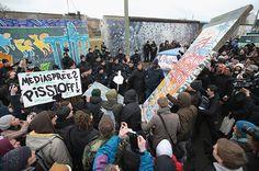 Berlin wall art : Berlin Wall Section To Make Way For Luxury Development - should it stay or go?