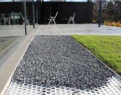 jardin avec cailloux p tale ardoise paillette paillis. Black Bedroom Furniture Sets. Home Design Ideas