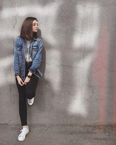 Best Photo Poses, Girl Photo Poses, Girl Poses, Teen Photo Shoots, Portrait Photography Poses, Fashion Photography Poses, Foto Casual, Instagram Pose, Selfie Poses