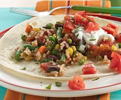 Looking for a colorful veggie dinner? Then check out this yummy bean dish that's ready in just 25 minutes. Perfect if you love Mexican cuisine. Veggie Recipes, Cooking Recipes, Healthy Recipes, Yummy Recipes, Veggie Food, Amazing Recipes, Pie Recipes, Food Food