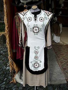 Auftragsarbeit, Cyklas/Überwurf, handgearbeitet, Vorderseite By order of customer, Cyklas, handmade front side