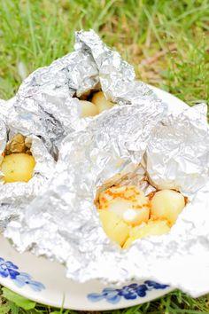 Przepis na ziemniaki z grilla – mocno czosnkowe, najlepsze. Grilling, Breakfast, Food, Morning Coffee, Crickets, Essen, Meals, Yemek, Eten