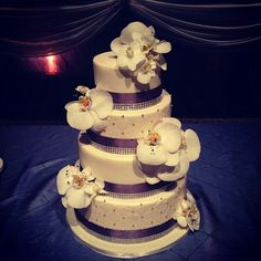 Cake.. orchids.. love it!