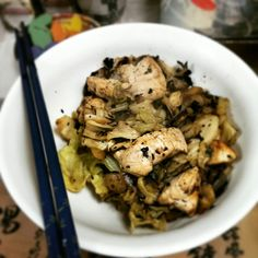 Healthy and tasty: roast chicken, onion and cabbage with black pepper