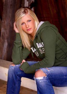 Senior Picture Poses For Girls | Fisher Catholic High School Senior Models for Workshop - Senior ...