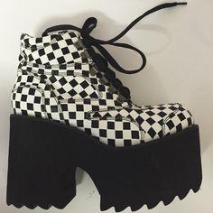 Emo Shoes, Girls Shoes, Kawaii Shoes, Kawaii Clothes, Aesthetic Shoes, Aesthetic Clothes, High Platform Shoes, Mode Kpop, Hype Shoes