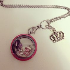 De menina à mulher! #medalhão #pingente #coroa #pink #colar #charms #história #debutante #15 #mulher #rosa #girl #queen #banilla ;]