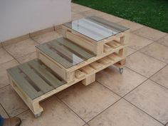 Three tier pallet table (on wheels) glass tops - http://dunway.com