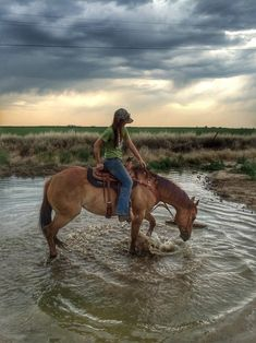 Any thing western. Cowboys, cowgirls, horses and anything else I like. Foto Cowgirl, Estilo Cowgirl, Cowgirl And Horse, Cute Horses, Pretty Horses, Horse Love, Beautiful Horses, Western Riding, Trail Riding