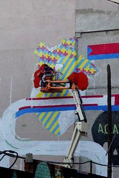 """#workinprogress """"Socialmente iguales, humanamente diferentes, totalmente libres"""" (Detalle) El mural de """"El Rey de la Ruina #StreetArt #ArteUrbano #Lavapiés #Madrid #Arterecord 2015 https://twitter.com/arterecord"""