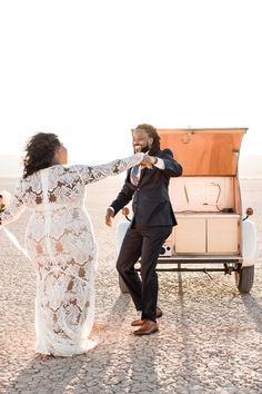 Emotional and amazing elopement with Flora Pop! African Wedding Dress, Boho Wedding Dress, Wedding Attire, Gold Wedding Theme, Wedding Pics, Wedding Aisles, Wedding Favors, Wedding Dresses Plus Size, Plus Size Wedding