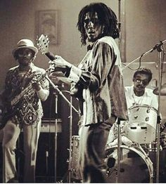 Bob Marley and the Barrett brothers, Carlton and Ashton familyman. www.bob-marley.es