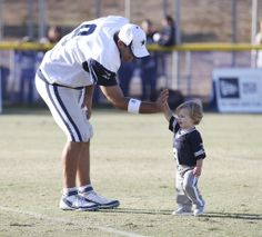 hawkins romo photos | Tony Romo offers a high five to his nearly 16-month-old son, Hawkins ...