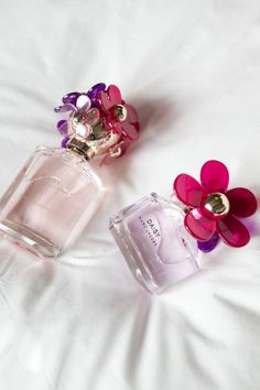 Meet Daisy Sorbet, a blooming bouquet with both a rich floralcy and smooth sensuality. Perfume 212, Daisy Perfume, Perfume Bottles, Perfume Fragrance, Mascara, Eyeliner, Love Makeup, Beauty Makeup, Daisy Eau So Fresh