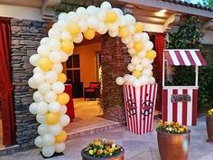 For a perfectly popping popcorn party! This adorable popcorn balloon arch - - For a perfectly popping popcorn party! This adorable popcorn balloon arch – For a perfectly popping popcorn party! This adorable popcorn balloon arch – Carnival Themed Party, Carnival Birthday Parties, Circus Birthday, Birthday Party For Teens, Birthday Party Themes, Birthday Ideas, Kino Party, Movie Night Party, Movie Theater Party