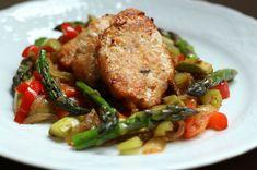 Hafif biröğün geçirmek istediğinizde imdadınıza yetişen, hem ekonomik, hem pratik, hem de lezzetli tavuk köftesi ve sote sebzeler tarifi.