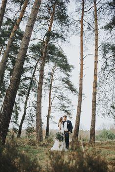 Romantischer After Wedding Shoot auf der Wahner Heide. Mehr auf http://www.wonderwed.de/inspiration #boho #paar #wald #shooting
