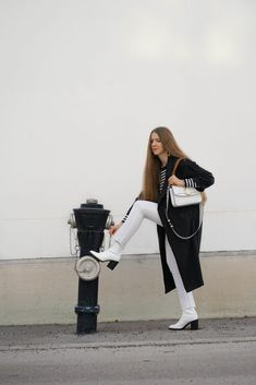 SPRING FAVOURITES: WHITE JEANS - Theresa de Vienne Chloe Bag, Heutiges Outfit, Pumps, Flats, Normcore, Elegant, Spring, Style, Fashion