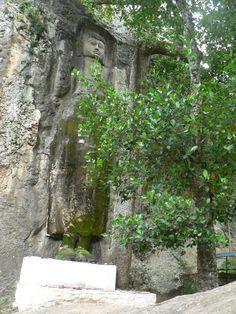 2014.06.08 - Bandarawela - Tempio di Dowa - Il Buddha nella roccia