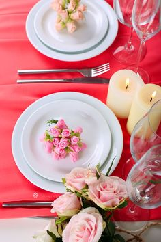 Simple Valentine's Day dinner table setting by CV Linens with flowers, roses, candles, and pink chiffon table runner. Elegant Valentine's dinner date decorations for a romantic date night. Pink roses for romantic valentines day dinner table decorations to surprise your significant other. #valentinesdaydecorations #valentinesdaydecorationsdiy #valentinesdecor #valentinesdecorationsforhome #valentinesdateideas Valentines Date Ideas, Valentines Day Dinner, Dinner Table, A Table, Pink Wedding Theme, Beautiful Table Settings, Wedding Reception Tables, Date Dinner, Elegant Table