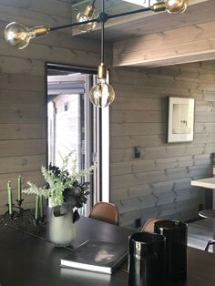 Gemütliches Ferienhaus in Sogndal Vyrk Cabin Kitchens, Hanging Canvas, Black Kitchens, Living Room Inspiration, Most Beautiful Pictures, Layout, House Design, Ceiling Lights, Interior Design
