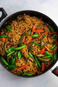 Ramen noodle stir fry with golden oak shitake mushrooms, sugar snap peas, green . Stir Fry Recipes, Noodle Recipes, Sauce Recipes, Cooking Recipes, Homemade Stir Fry Sauce, Chinese Stir Fry, Chinese Food, Cabbage Stir Fry, Healthy Stir Fry