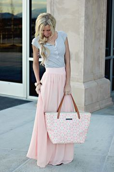 I love the look of this outfit. It's feminine, but not in your face with bright colors. Perfect pastels for spring!