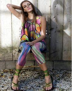 Met de Syrup fashionlegging kun je maar twee kanten op: je vindt haar óf vreselijk óf helemaal geweldig!  De experts bij het modemagazine ELLE waren duidelijk in hun oordeel: Deze 'Grace Jones'-fashionlegging van Bonnie Doon is het helemaal!