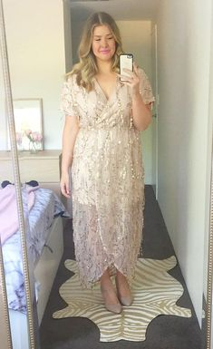 Glamour Gold Sequin Dress Source by melissalynncr size dresses to wear to a wedding Dress Brokat Modern, Kebaya Modern Dress, Kebaya Dress, Simple Dresses, Casual Dresses, Dresses With Sleeves, Bridesmaid Dresses Plus Size, Plus Size Dresses To Wear To A Wedding, Nude Gown