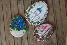 Имбирный пряник `На Пасху` от мастерской `Прянички для любименьких` Ольги Рыжовой подарит Вам интересный вкус и будет замечательным украшением праздничного стола.