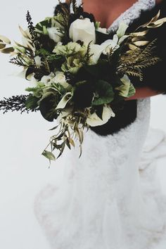All That Glitters Winter Black, Gold, and Green Glam Ski Slope Wedding Shoot Bri. All That Glitters Winter Black, Gold, and Green Glam Ski Slope Wedding Shoot Bridal Detail Wedding Photo // Bride Holdin. Gold Bouquet, Gold Wedding Bouquets, Black Bouquet, Gold Wedding Gowns, Boquette Wedding, Emerald Green Weddings, White Wedding Flowers, Wedding Shoot, Wedding Tips