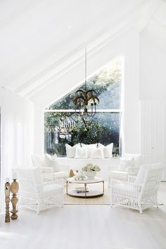 A relaxed, cafe-style sitting room to have guests feeling at ease. Picture: Three Birds Renovations zimmer How to design an open-plan living area on a budget Style At Home, Living Area, Living Spaces, Living Room, Three Birds Renovations, Cafe Style, Up House, Open Plan Living, Beach House Decor