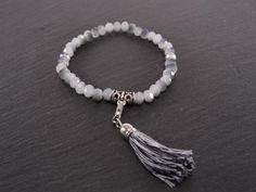 Bracelet élastique cristaux et pompon gris perle