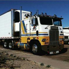 Custom Freightliner COE belonging to cabover_kev