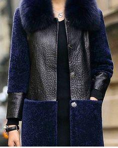 Use the black jacket, and add the blue jacquard from london to the bottom. Use la chaqueta negra y agregue el jacquard azul de Londres en la parte inferior. Fashion Mode, Fur Fashion, Hijab Fashion, Winter Fashion, Fashion Dresses, Womens Fashion, Fashion Trends, Paris Mode, Look Boho