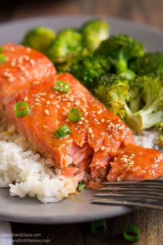 If you're looking for a super simple healthy dish to feed your family, this sweet and tangy One Pan Sesame Ginger Salmon and Broccoli is your answer! One Pan Sesame Ginger Salmon Tilapia Recipes, Salmon Recipes, Fish Recipes, Seafood Recipes, Dinner Recipes, Cooking Recipes, Dinner Ideas, Sesame Ginger Salmon Recipe, Healthy Dishes