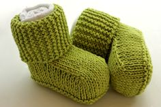 Free knitting pattern for Baby Uggs Booties and more baby booties knitting patterns Baby Booties Knitting Pattern, Knit Baby Booties, Baby Knitting Patterns, Knitting Socks, Baby Patterns, Free Knitting, Knitting For Kids, Knitting Projects, Start Knitting