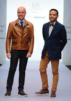 Jesús Ibarra y Bertholdo luciendo muy guapos y elegantes con sus camisas Maauad al cierre de su desfile en el Mercedes-Benz Fashion Week 2013