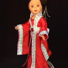 Vestidos y zapatos para Nancy Nancy Doll, Doll Patterns, Fashion Dolls, Doll Clothes, Kimono, Sari, Dresses, Baby Born, Oriental