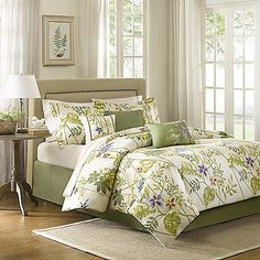 Bring a fresh look to your bed with the lively Madison Park Kannapali 7-Piece Comforter Set. Adorned with a blue and purple flower print with green leaves on a white ground, the country-garden inspired bedding is the perfect addition to any bedroom.