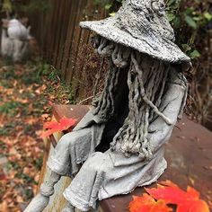 Great easy Halloween concrete witch using draped concrete and simple supplies. Sits on a step and is portable, light and sturdy. Concrete Bags, Concrete Statues, Concrete Stepping Stones, Concrete Light, Concrete Sculpture, Concrete Molds, Concrete Crafts, Concrete Projects, Driftwood Sculpture