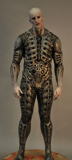 love the look of the armour on the alien from the film Prometheus, the symbols and shapes make it look like an exoskeleton, would like to include this in a character Aliens, Xenomorph, Prometheus Engineer, Prometheus Movie, Giger Alien, Predator Alien, Cinema Tv, Alien Art, Sci Fi Movies